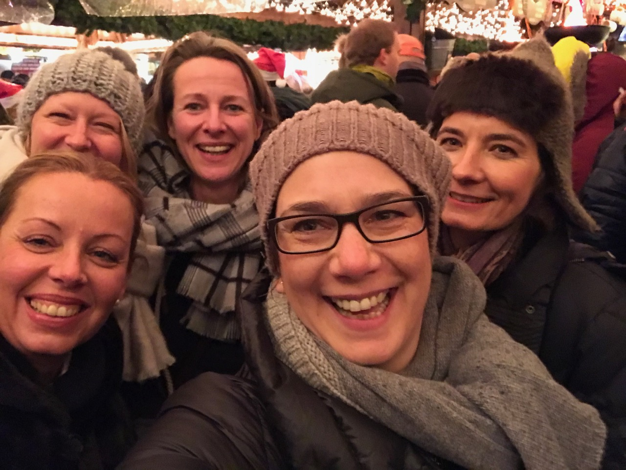 Alte Freundinnen: Foto mit meinen vier Schulfreundinnen und mir