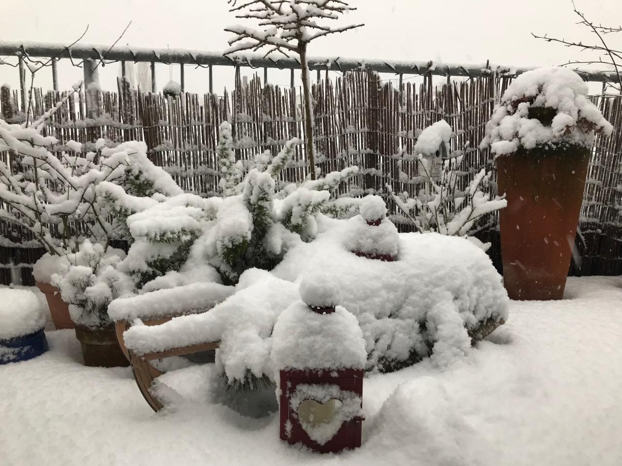 Schnee auf meiner Terrasse