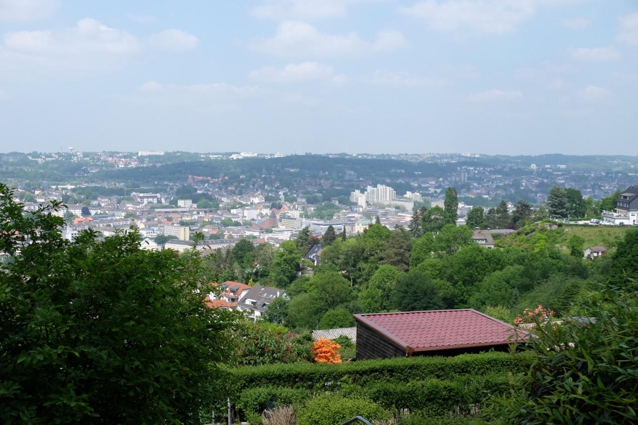Wuppertal: Blick über das Tal von der Oberen Lichtenplatzer Straße