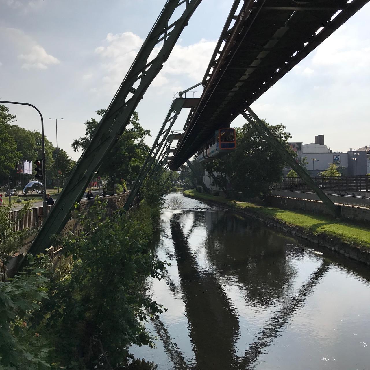 Wuppertal: Wupper und Schwebebahn