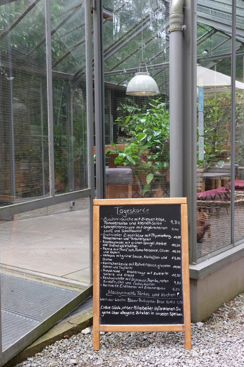 Skulpturenpark Waldfrieden: Tageskarte Café Podest