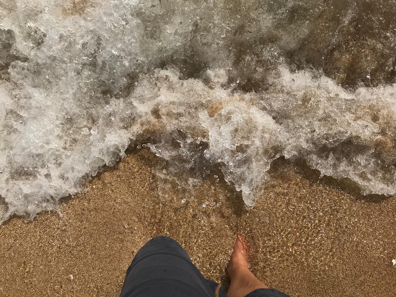 Palma: Füße im Meer