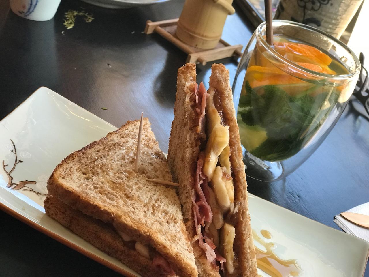 Mai`s Kuchenbar: Sandwich mit Banane, Erdnussbutter und Bacon