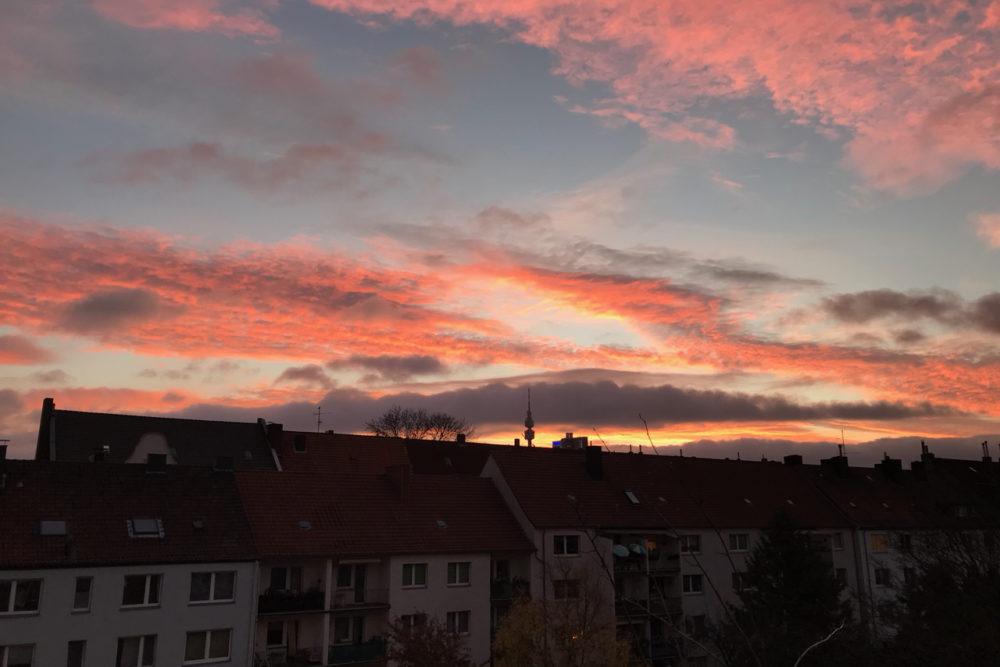 Sonnenaufgang: Roter Himmel über Dortmund