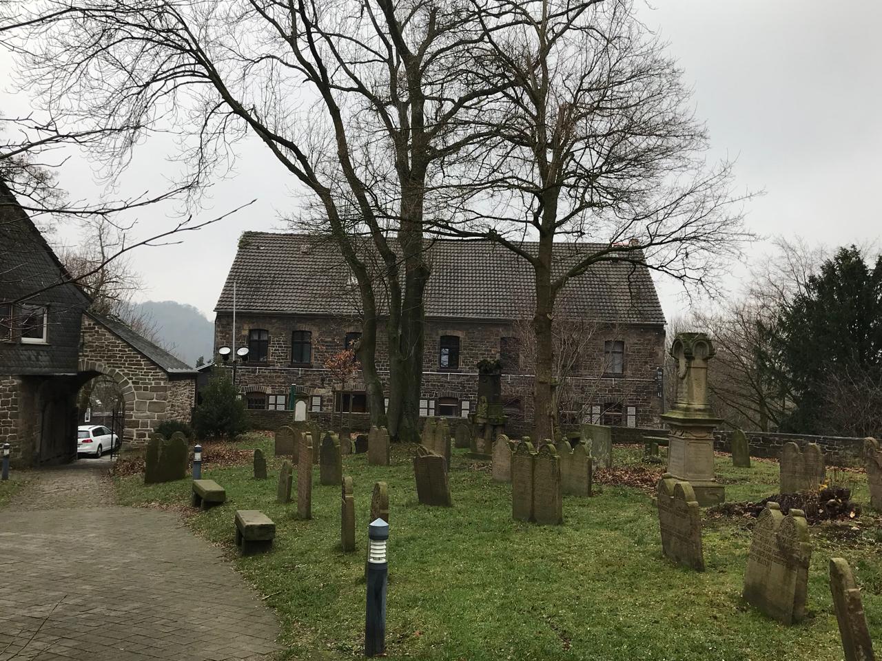 Friedhof an der Stiepeler Dorfkirche