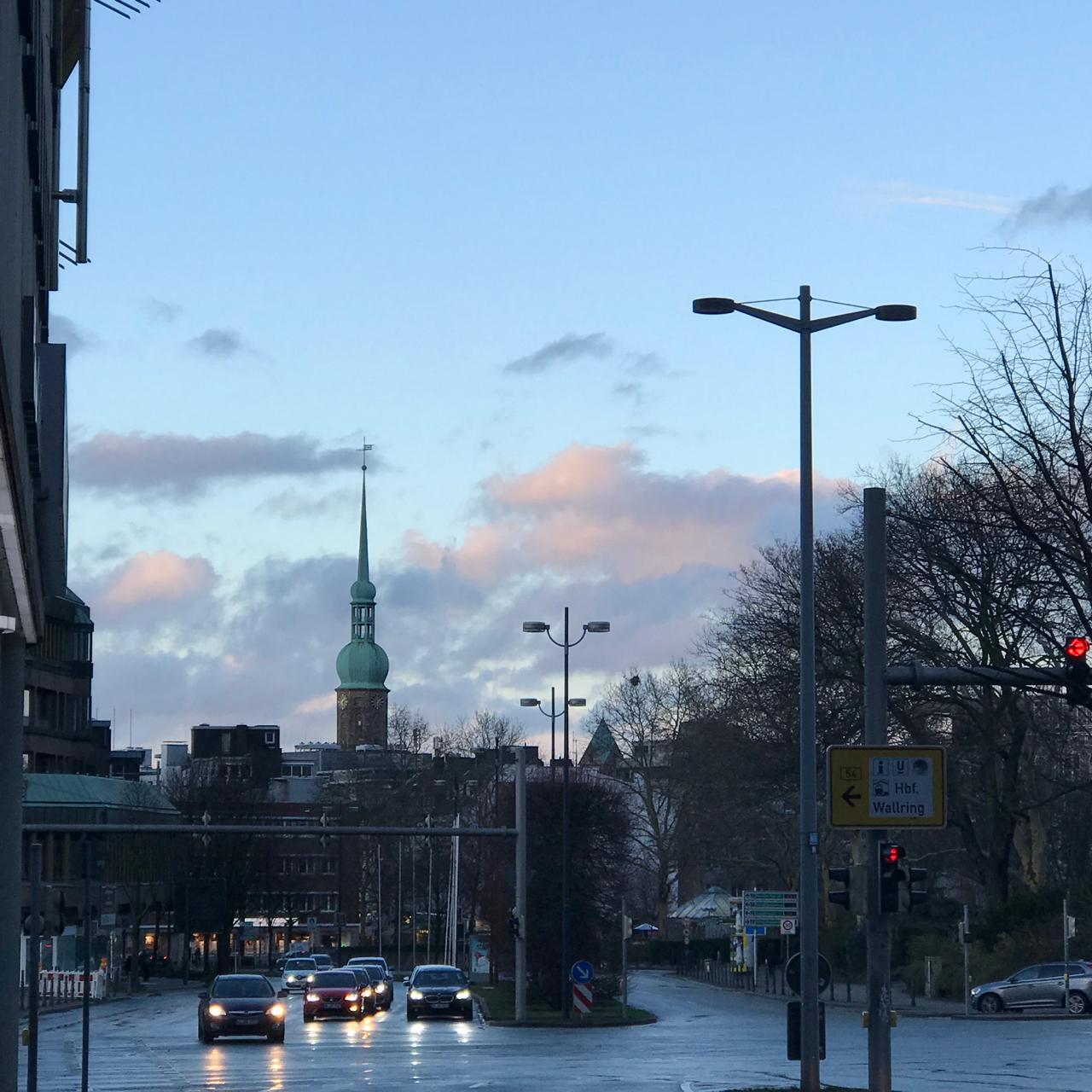Dortmund: Nach-regen-Himmel mit dem Turm der Reinoldikirche