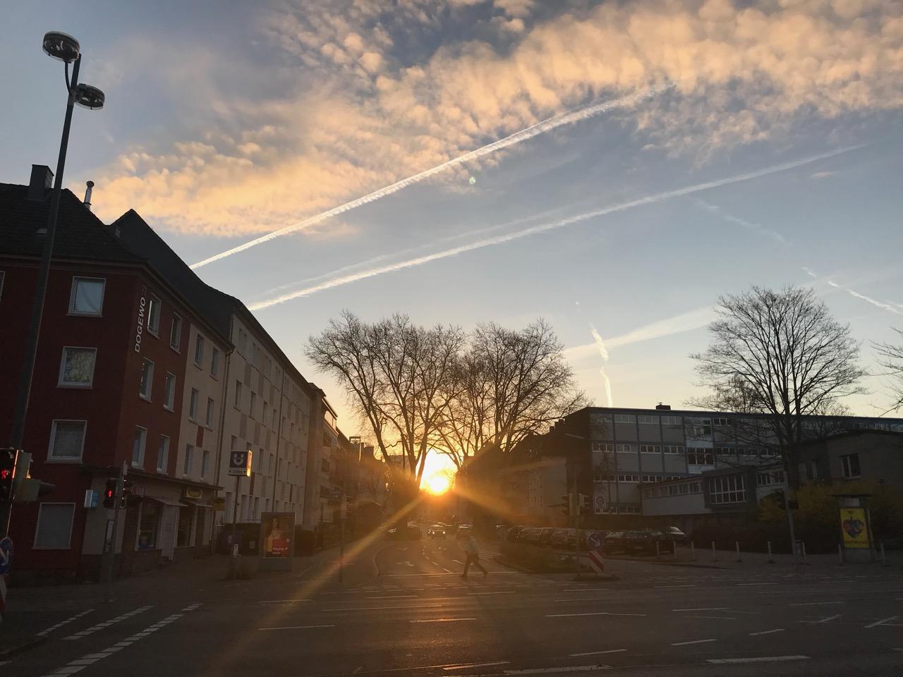 Sonnenaufgang auf dem Weg zur Arbeit