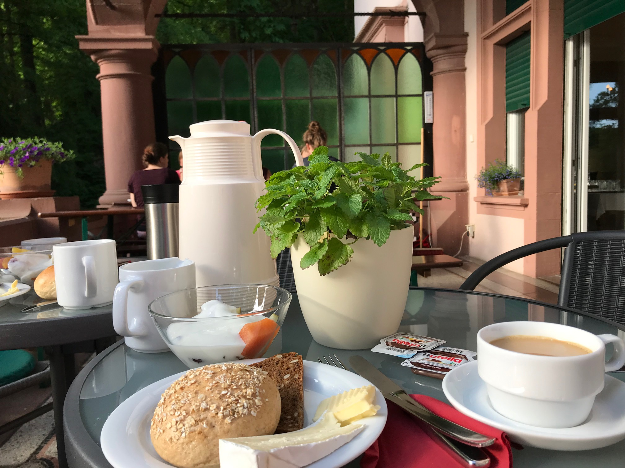 Waldhof Freiburg: Frühstück auf der Terrasse