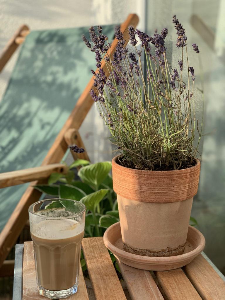 Kaffee und Lavendel