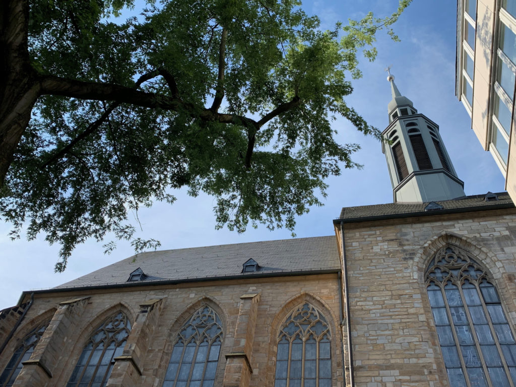 Blcik hoch zur Propsteikirche in Dortmund