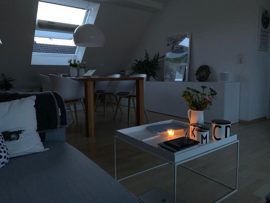 Kerze im Wohnzimmer