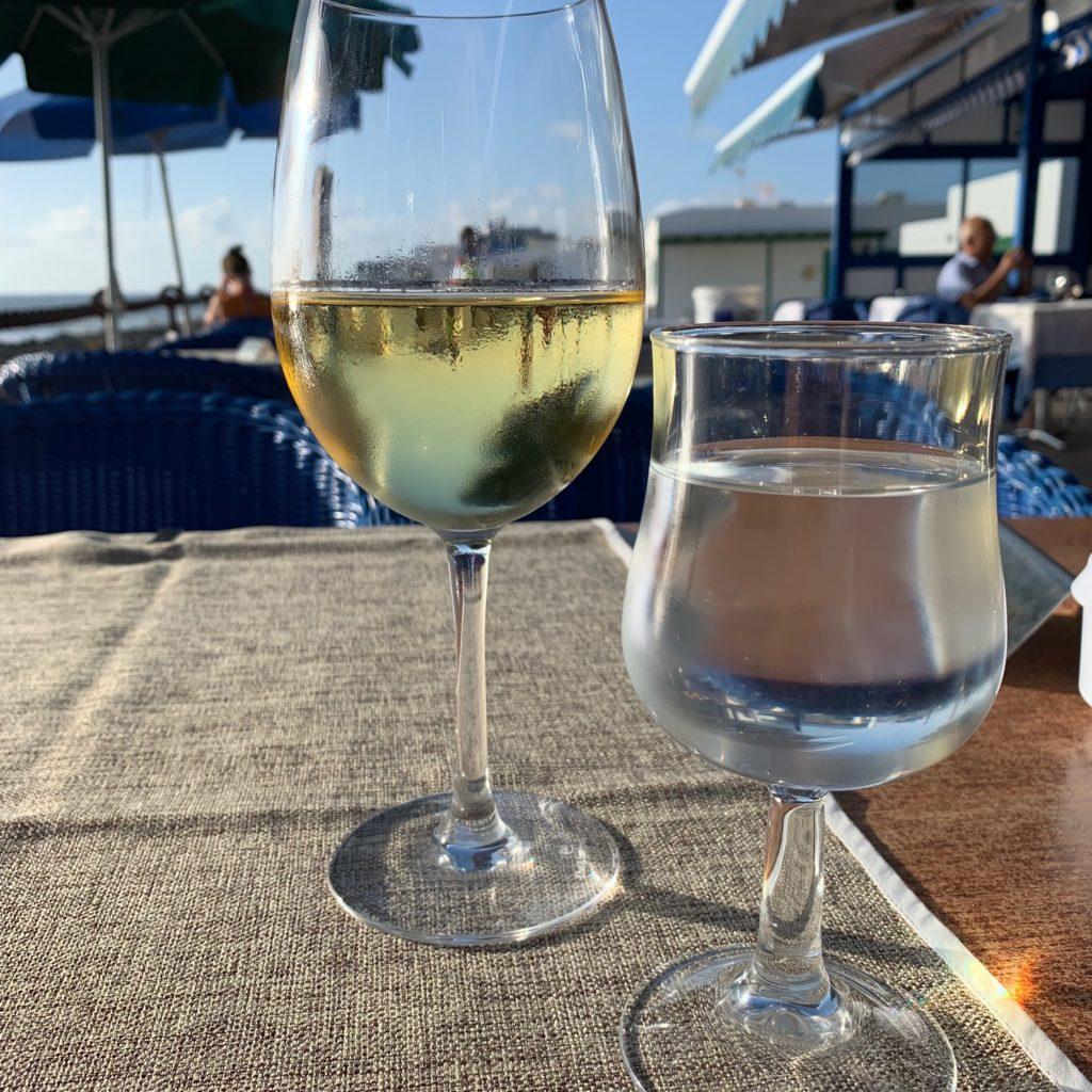 El Golfo: Wein und Wasser am Meer