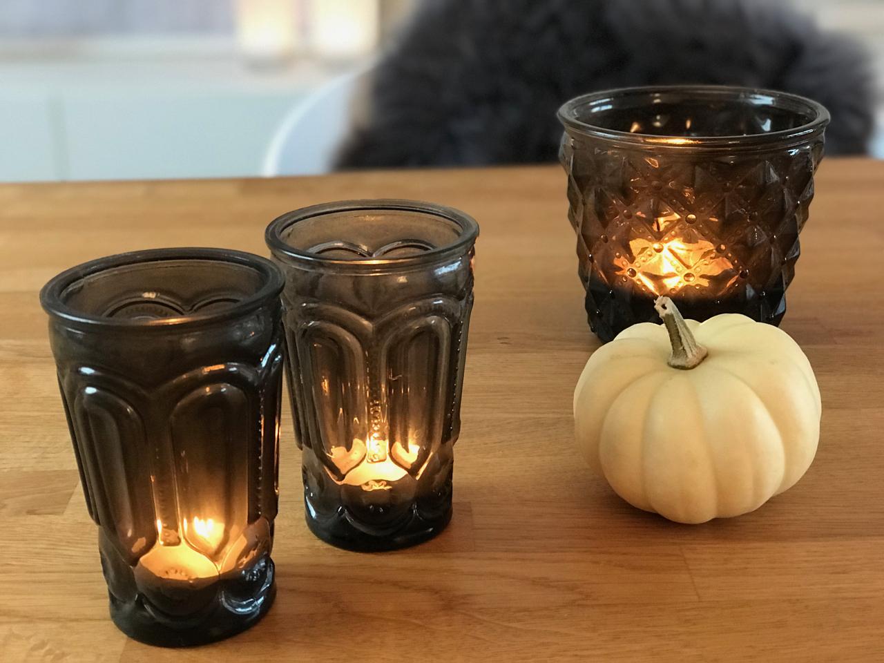 Kerzen mit Zierkürbis