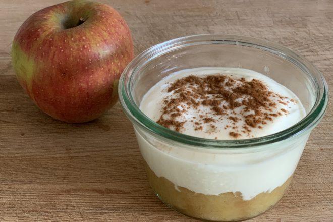Apfelkompott mit Joghurt