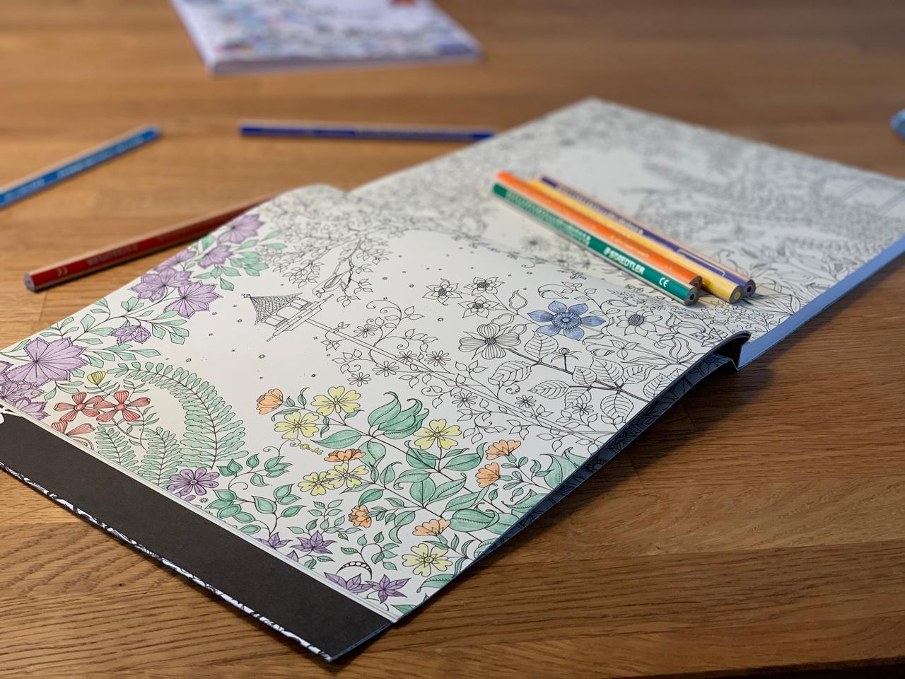 Ausmalbuch mit Stiften