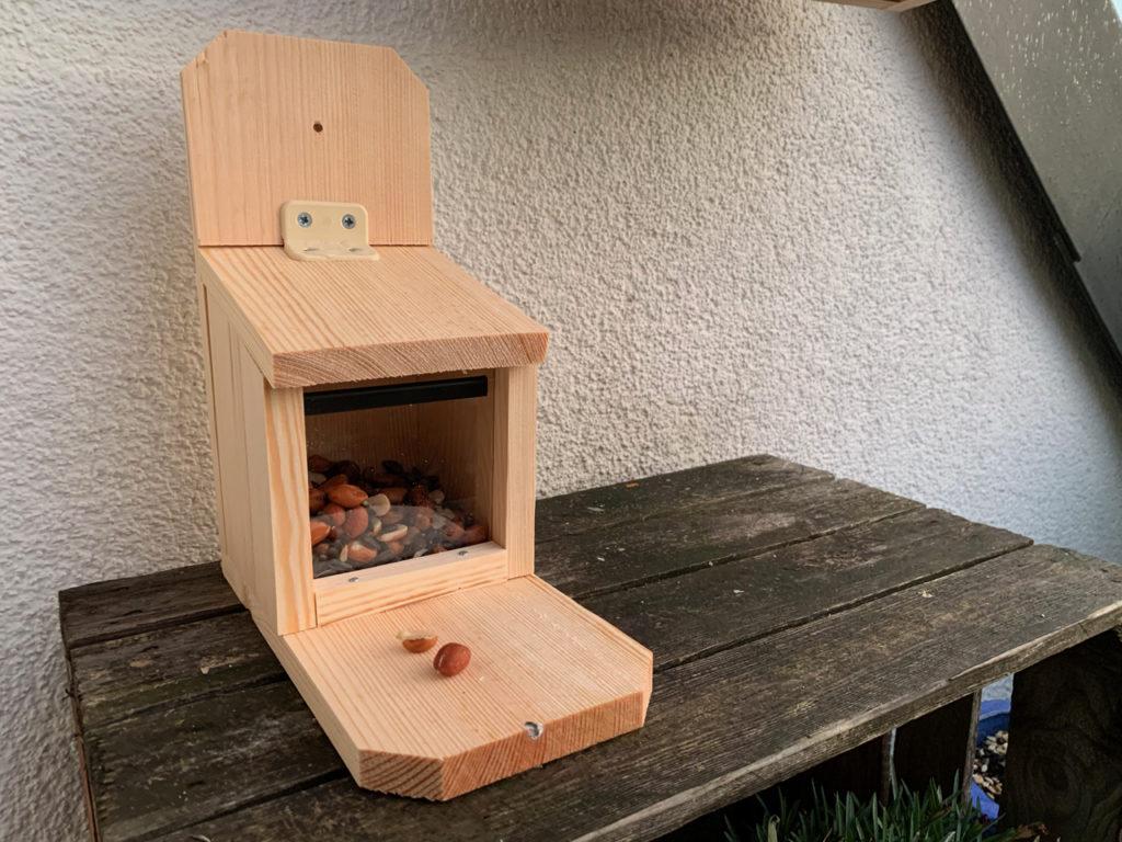 Eichörnchen-Futterstation NABU