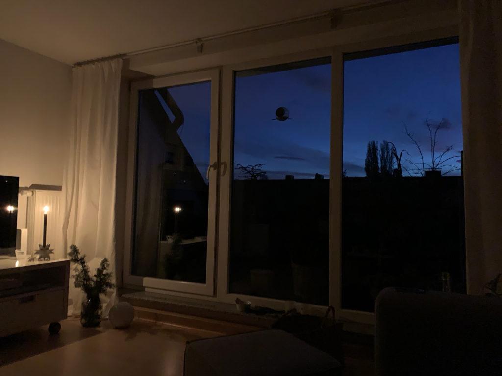 Auf den Sonnenaufgang warten: Am Horizont werden Konturen erkennbar