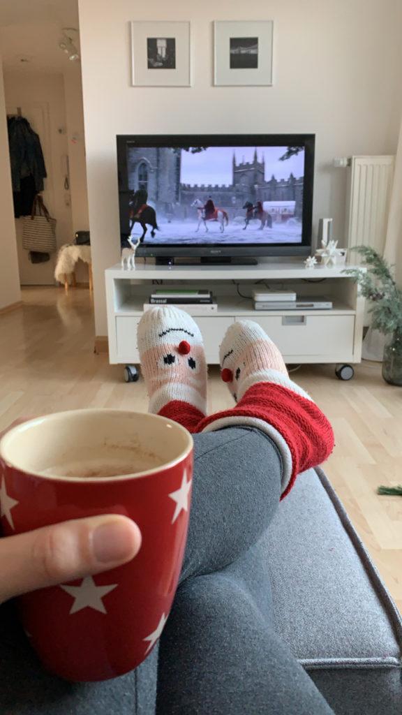 Weihnachtsfilme auf der Couch
