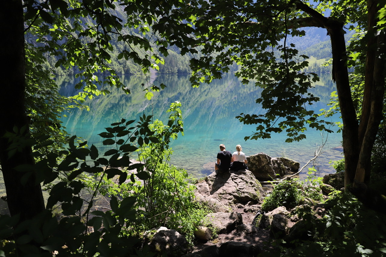 Obersee: Pärchen von hinten vor Obersee