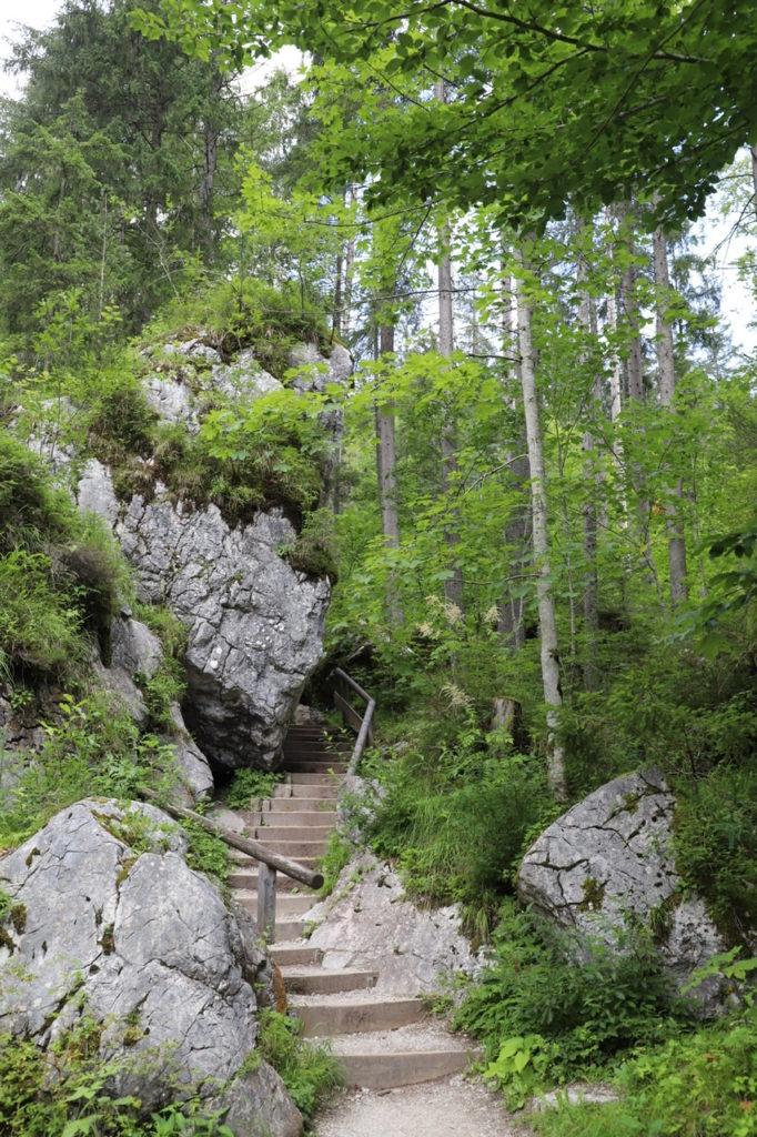 Zauberwald Ramsau: Treppen zwischen Felsen